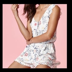 Kendall & Kylie white floral romper sz XS
